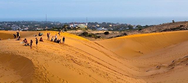 Đồi cát đỏ ở Mũi Né trải dài như sa mạc