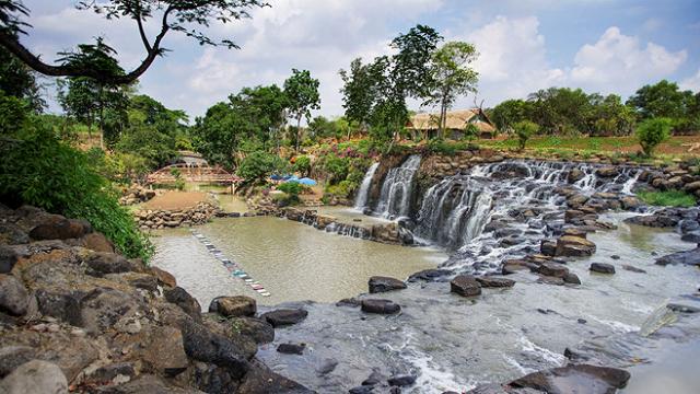 Thác Đá Hàn là khu du lịch được nhiều người biết đến khi ghé thăm Biên Hòa Đồng Nai