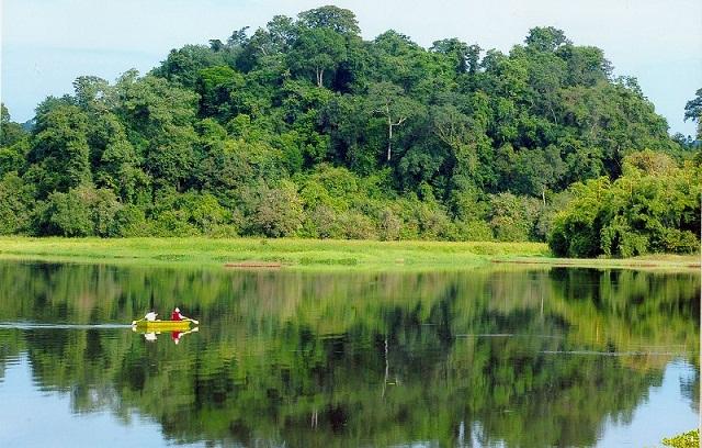 Vườn Quốc Gia Nam Cát Tiên với khung cảnh núi non hùng vĩ và sông nước mênh mông