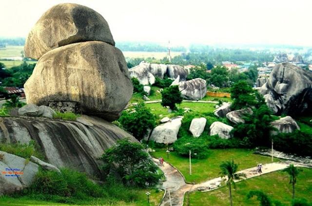 Tại Đồng Nai có nhiều địa điểm du lịch nổi tiếng