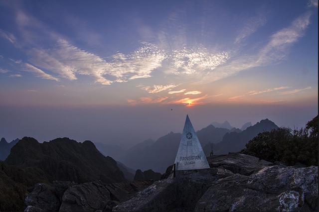 """Phan Xi Pang là đỉnh núi cao nhất của Việt Nam, nó là """"nóc nhà Đông Dương"""""""
