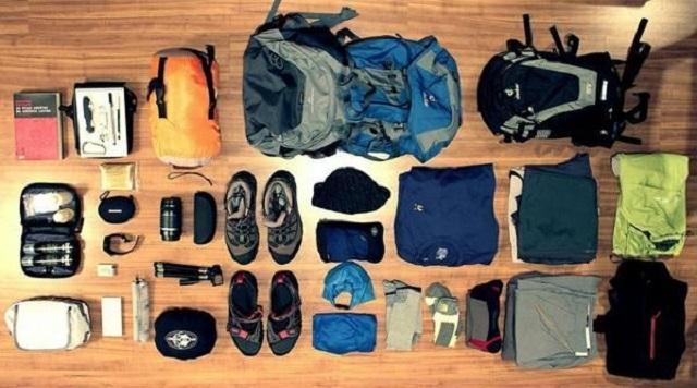 Sắp xếp, lựa chọn quần áo sao cho phù hợp để không bị mang quá nhiều đồ