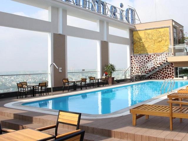 Hồ bơi ngoài trời của khách sạn Diamond Sea Đà Nẵng rất hiện đại, rất tuyệt vời