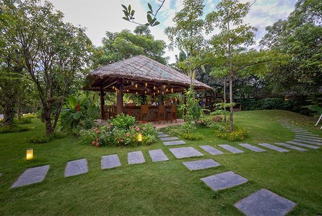 Nhà hàng Công viên nhỏ với khuôn viên và không gian tràn ngập cây xanh