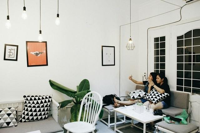 Ceci Cafe với màu trắng là màu chủ đạo trang nhã, đem lại sự dễ chịu cho khách hàng