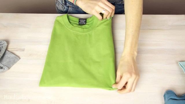 Những chiếc áo thun bừa bộn đã được xếp gọn, ngăn nắp nhờ những cách xếp quần áo mới