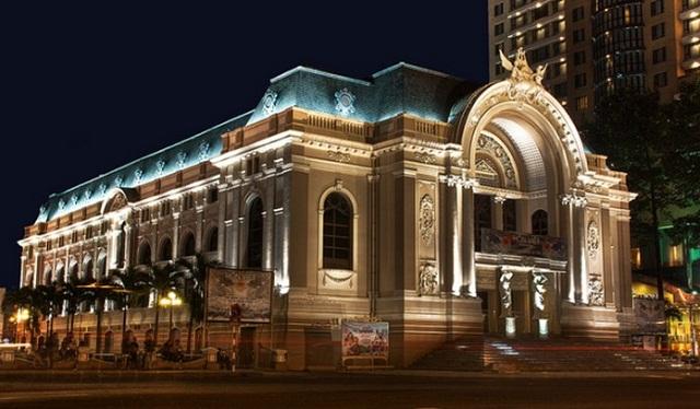 Nhà hát lớn Sài Gòn khi đêm xuống