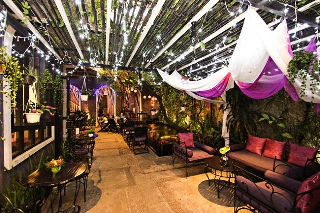 Cà phê nhà hàng sân vườn với không gian gần gũi thiên nhiên, mát mẻ