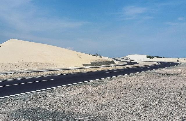 Cung đường tuyệt đẹp trên bãi biển Lagi là một trong những điểm nhấn của Bình Thuận