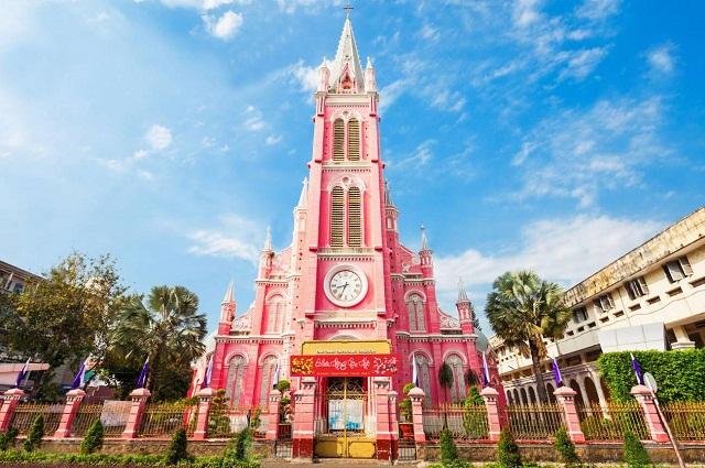 Nhà thờ Tân Định với sắc hồng xinh xắn