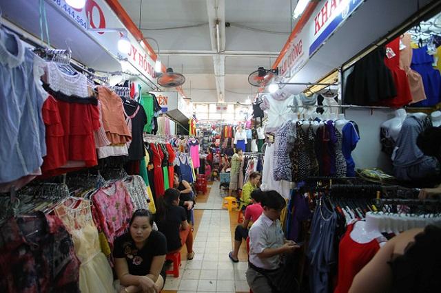 Bạn có thể dạo quanh chợ An Đông vào dịp cuối tuần