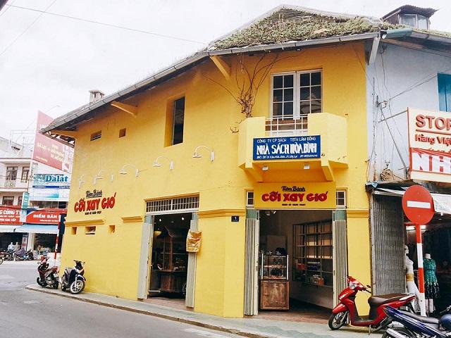 Tiệm bánh Cối Xay Gió nằm trên đường Hòa Bình