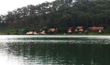 Hồ Tuyền lâm với khung cảnh thiên nhiên yên bình