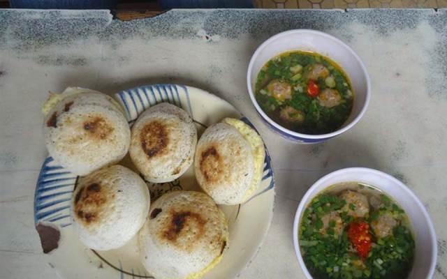Món bánh căn độc đáo của thành phố Đà Lạt vào mỗi buổi sáng sớm