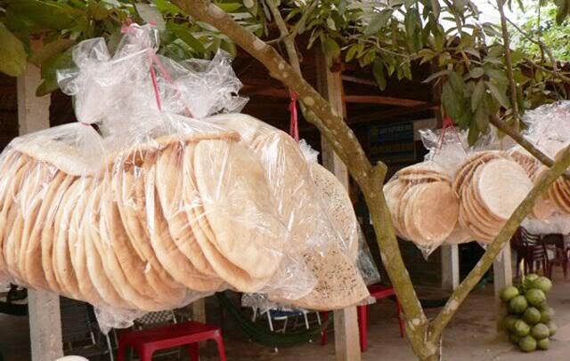 Bánh phồng Sơn Đốc mang đậm hương vị đồng quê