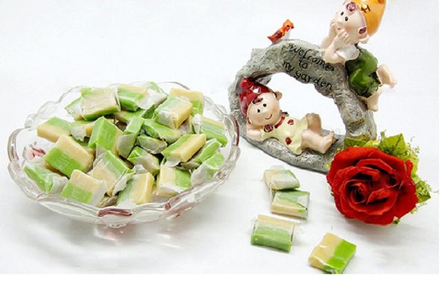 Kẹo dừa Bến Tre là món ăn không thể bỏ qua khi ghé thăm xứ sở dừa