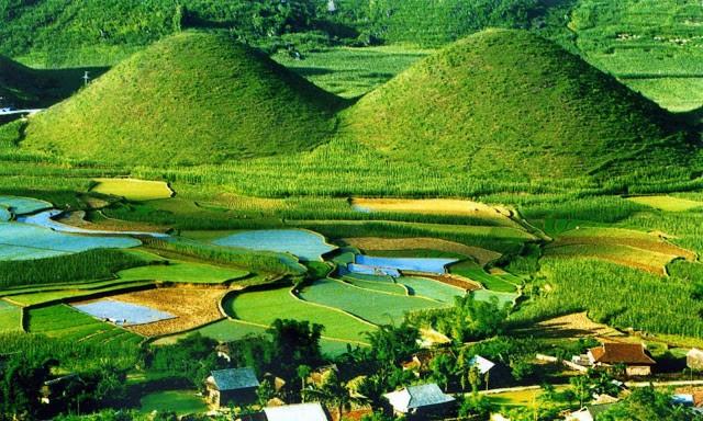 Núi Đôi Quảng Bạ được gắn liền với nhiều câu chuyện cổ tích Việt Nam