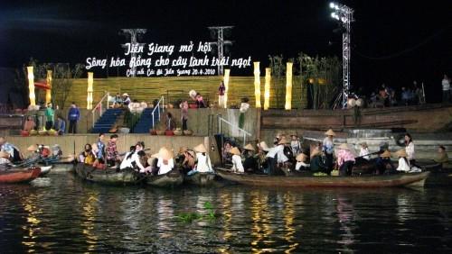Chợ nổi Cái Bè là địa điểm du lịch đặc sắc của vùng đồng bằng Sông Cửu Long