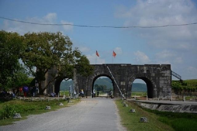 Thành nhà Hồ được xem là kinh thành của Việt Nam từ 1398 đến 1407