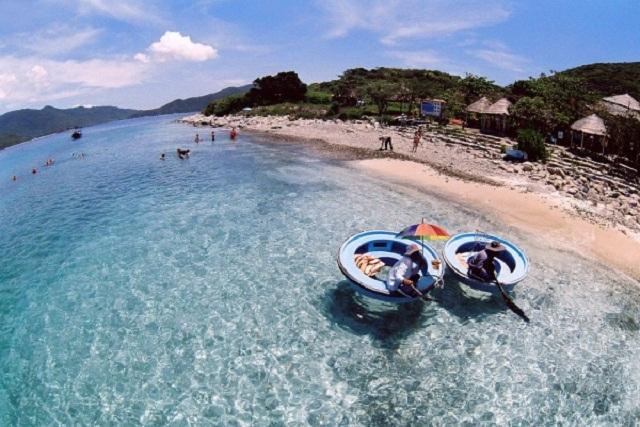 Màu nước trong vắt tại Đảo Hòn Mun