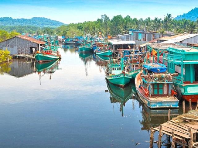 Làng Chài Cổ Hàm Ninh là địa điểm được lượng lớn du khách ghé thăm với mong muốn được trải nghiệm cuộc sống nơi đây
