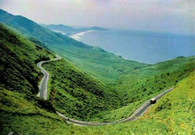 Đèo Pha Đin được người địa phương gọi là nơi tiếp giáp giữa trời và đất