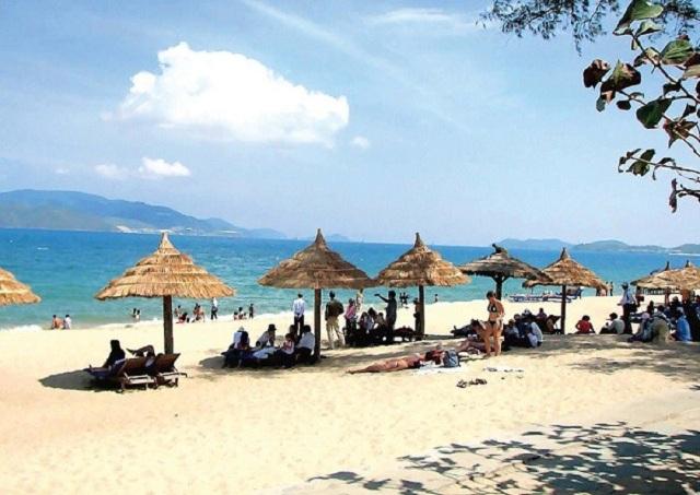 Bãi biển Bắc Mỹ An được xem là bãi biển có nhiều khu vui chơi và nhà hàng ven biển của Đà Nẵng