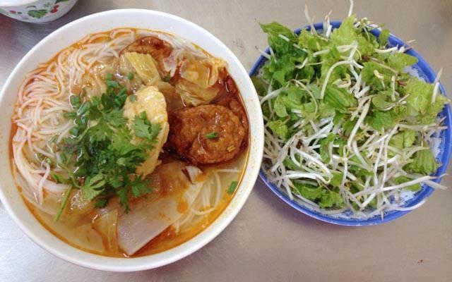 Bún chả cá Đà Nẵng là món ăn quen thuộc của người dân Đà Nẵng