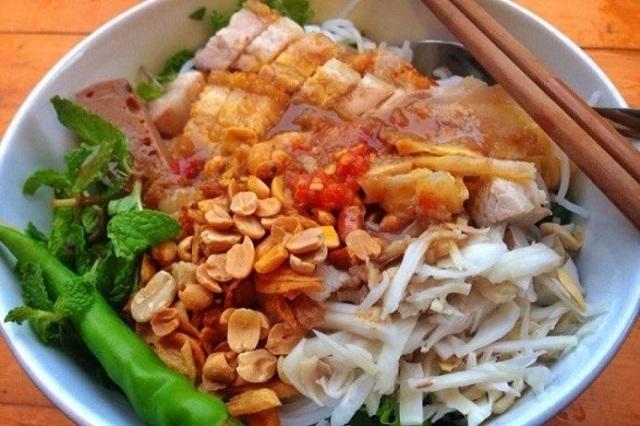 Bún mắm là món ăn hấp dẫn nhiều thực khách tại Đà Nẵng