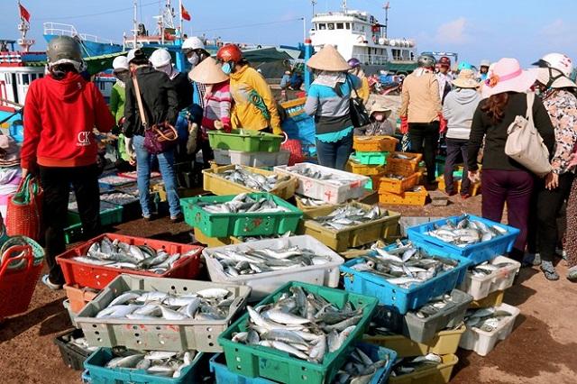 """Chợ hải sản ăn liền Đà Nẵng không bao giờ bán giá """"chợ trời"""""""