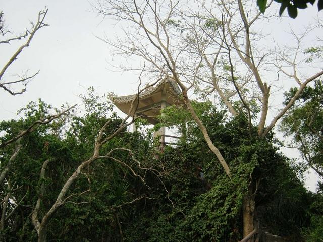Du khách có thể ngắm được cảnh biển Cù Lao Chàm ở Vọng Hải Đài