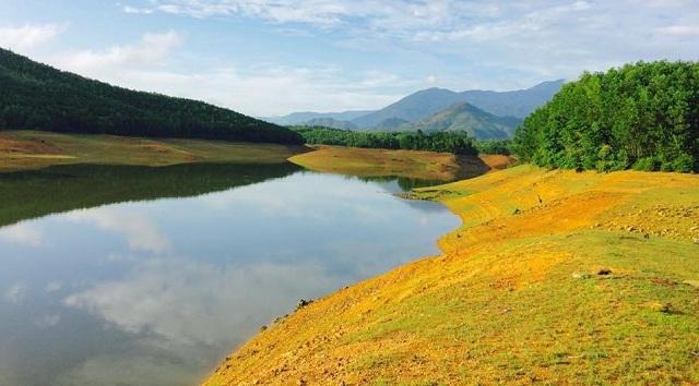 Cảnh vật đơn sơ, bình dị của hồ Hòa Trung làm mê hoặc lòng người