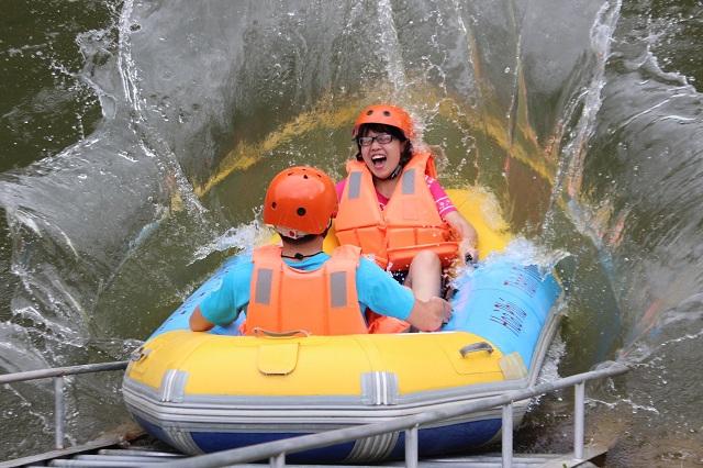 Trượt thác tại Hòa Phú Thành Đà Nẵng là một trải nghiệm thú vị đối với du khách