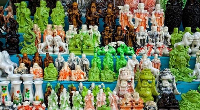 Du khách có thể dễ dàng bắt gặp những món đồ đá mỹ nghệ non nước ở Đà Nẵng