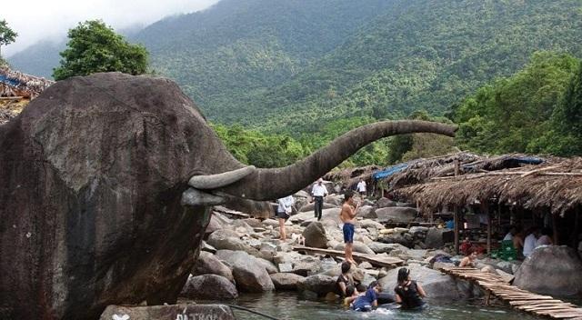 Suối Voi là một địa điểm du lịch nổi tiếng được nhiều du khách ghé thăm