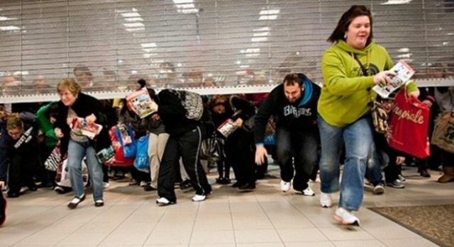 Vào ngày Black Friday mọi người đều nô nức để đi mua sắm