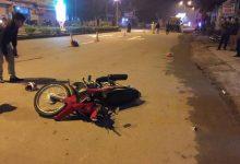 Photo of Bố đi xe máy va chạm với ô tô khiến 2 con nhỏ ngồi sau tử vong