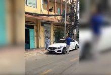 Photo of Cụ bà tay dao tay búa đập Mercedes tiền tỷ vì đỗ trước cửa nhà