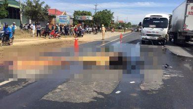 Photo of Xe máy bốc cháy sau va chạm với ô tô khiến 2 thanh niên thiệt mạng