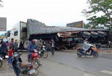 Photo of Ấm tình người vụ xe container tránh xe máy lật nhào ở QL1A