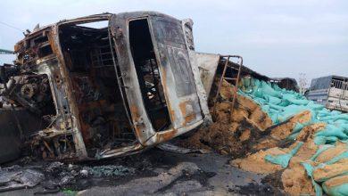 Photo of Tài xế thoát chết khi xe đầu kéo leo dải phân cách, bốc cháy dữ dội