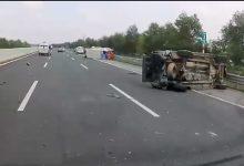 Photo of Xe khách lật nhào, xe bán tải bẹp rúm trên cao tốc