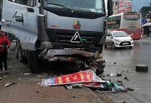Photo of Lái xe tải buồn ngủ đâm vào taxi bên đường khiến tài xế tử vong tại chỗ