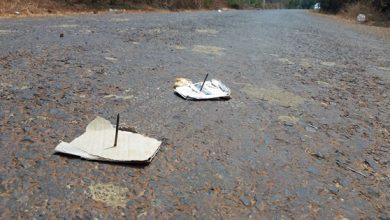 Photo of Đinh sắt được rải trên đường làng khiến người dân bức xúc