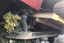 Photo of Máy xúc tuột khỏi xe tải lao vào nhà dân khiến 2 người nguy kịch