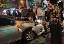 Photo of Ô tô mất lái đâm liên tiếp 2 xe máy khiến một người tử vong