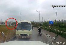Photo of Xử phạt tài xế ô tô khách đi ngược chiều tại vòng xuyến đường thuộc KCN Vân Trung