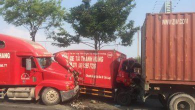 Photo of Tài xế may mắn thoát nạn trong chiếc xe tải biến dạng sau tai nạn liên hoàn