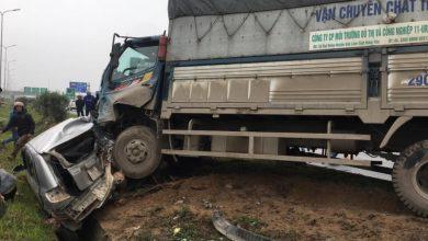 Photo of Xe tải gây tai nạn liên hoàn đâm nát 3 ô tô