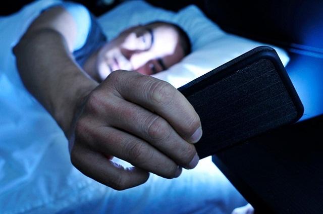 Ánh sáng xanh xuất hiện trong màn hình của hầu hết các thiết bị điện tử